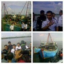 Curi Ikan di Perairan Kepulauan Riau, 13 Kapal Vietnam Digiring Selama 3 Hari dan Ditangkap di Pontianak