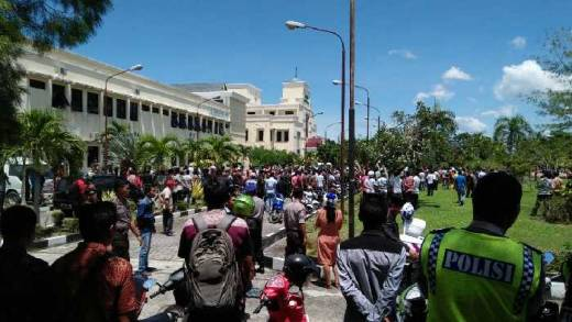 RSUD Dikepung Ribuan Warga Pasca Kasus Honorer Tewas Ditembak, Kapolres Meranti Sebut Telah Sesuai Prosedur
