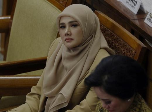Momen Mulan Jameela Cecar PLN Soal Utang yang Capai Rp 694 Triliun