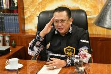 Bareng PARFI, Ketua MPR Salurkan Bantuan ke Pekerja Seni