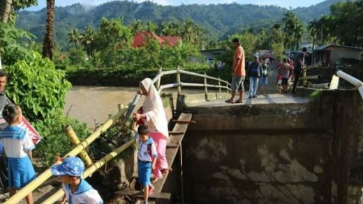 Jembatan di Solok Selatan Ambruk, Ribuan Warga Terisolir