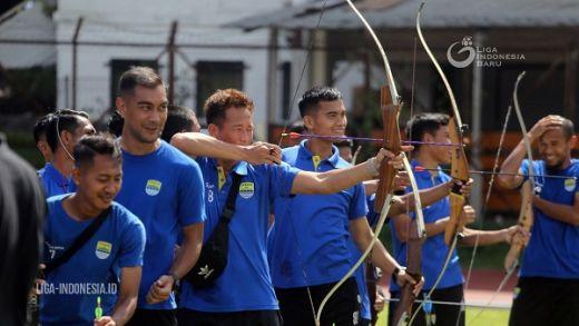 Persib Bandung Lakukan Latihan Memanah Mengasah Pola Pikir
