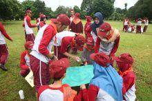 100 Peserta Sosialisasi Empat Pilar Outbound di Lapangan UIN Alauddin Makassar Bareng Intsiawati Ayus