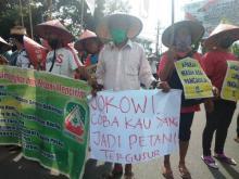 Aksi di Depan Istana Memanas, Petani: Kami Sudah Capek Pak Presiden!