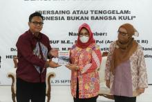 Bicara Buku bareng Wakil Rakyat, Dede Yusuf Soroti Isu Kesejahteraan PMI