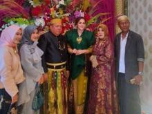 Viral... Haji Ajis Kalla Lamar Wanita Cantik, Uang Panai Rp 300 Juta & Rumah Rp3 Miliar
