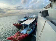 KRI Alamang-644 Gagalkan Pengangkutan Bahan Bakar Diduga Ilegal di Selat Singapura