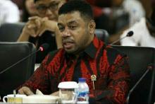 Senator Filep Desak Jokowi Cabut Izin Investasi Miras di Provinsi Papua