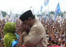 Dipeluk & Dicium Prabowo, Nenek di NTB Ngaku Senang Dikasih Rp500 Ribu