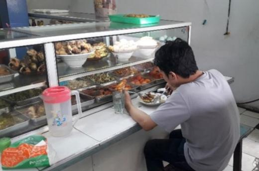 Sejumlah Warteg DKI Belum Patuhi Aturan Makan 20 Menit