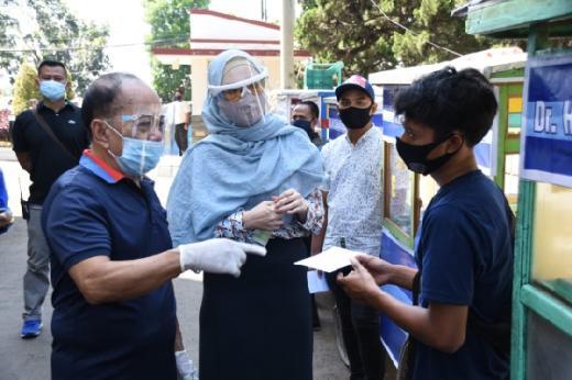 Bantu Modal UMKM di Cianjur, Syarif Hasan: Jangan buat Beli Rokok!