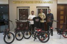 Penerimaan Sepeda di Istana, KPK Diminta Panggil Moeldoko