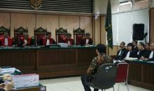 Hakim Tolak Eksepsi Ahok dan Terima Surat Dakwaan JPU