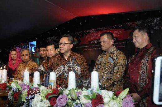Rayakan Natal Bersama Parlemen, Ketua MPR: Selesaikan Masalah Dengan Dialog Tanpa Permusuhan