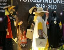 Fashion Show Malam Anugerah Tokoh Indonesia, Ini Gaya Ketua KFDI Sulsel di Catwalk
