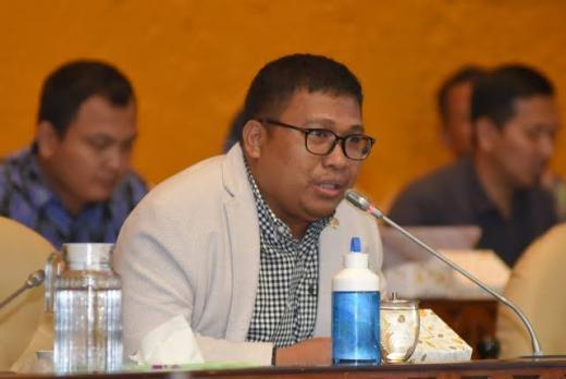 Wabah Corona, DPR Desak Jokowi Terapkan Karantina Wilayah