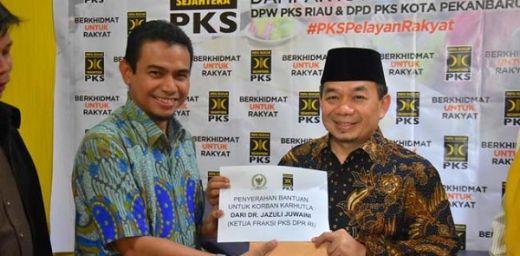 Bantu Warga Korban Karhutla Riau, Ketua Fraksi PKS Sumbangkan Gaji Pribadinya
