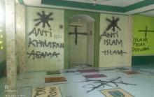 Misterius, Mushola Darussalam Pasar Kemis Dicoret-Coret OTK dengan Tulisan Saya Kafir dan Anti Islam