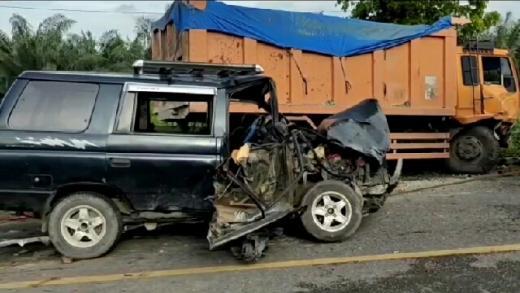 Kecelakaan Beruntun di Jalinsum Batubara, Truk Fuso Adu Banteng dengan Avanza