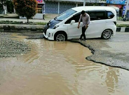 Jalan Provinsi di Rohul Kian Parah, Kelmi Amri Pertanyakan Komitmen Syamsuar-Edy Natar
