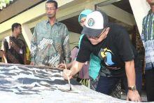 Blusukan di Pasar Seni Bantul, Zulkifli Hasan Belajar Membatik dan Borong Kain