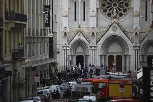 Penusukan di Gereja Perancis Picu Kemarahan Muslim