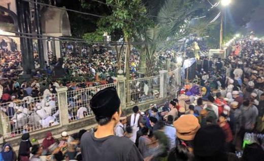 Membludak! Ribuan Jamaah Haul Syekh Abdul Qodir Al Jaelani Padati Ponpes Al Istiqlaliyah