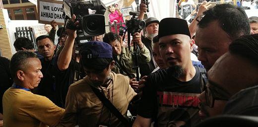 Salawat dan Takbir Iringi Kedatangan Ahmad Dhani dari Rutan Cipinang