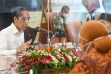 Alihkan Bansos Sembako, Jokowi Sebut Digitalisasi Data yang Terintegrasi Sistem Bank