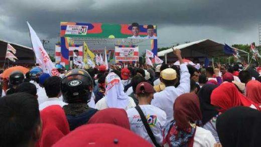 Jokowi Naik Becak Bareng Iriana dan JK saat Kampanye di Makassar